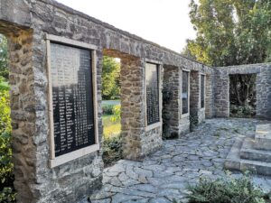 Gedenktafeln am Kriegsdenkmal